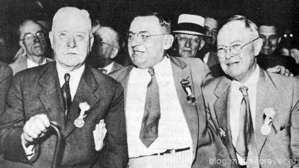 Антон Чермак (в центре)