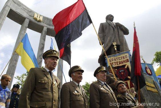 Что означают чёрная и красная полоса на флаге бандеровцев?