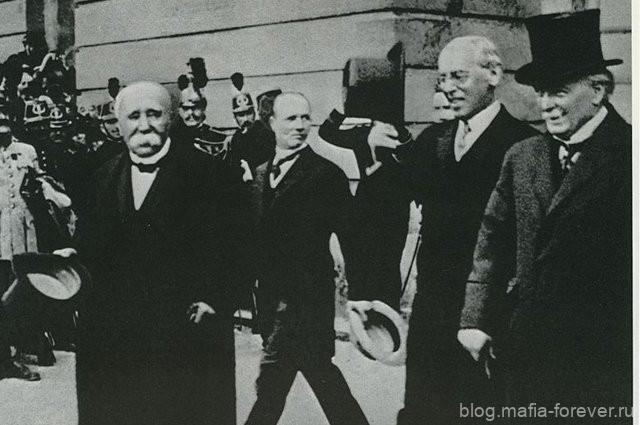 Подписавшиеся стороны Версальского мира - Ж. Клемансо, В. Вильсон, Д. Ллойд Джордж (Париж, 1919)