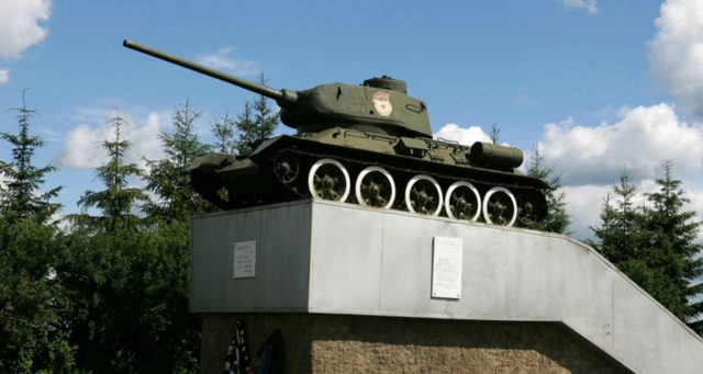 Первый автомобиль танк Т-34